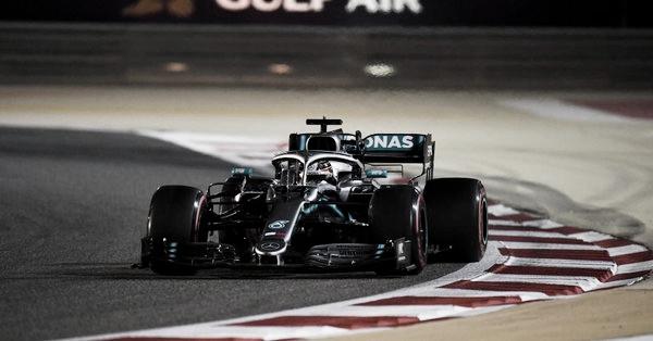 Hamilton entrando en la recta principal | Foto: Fórmula 1