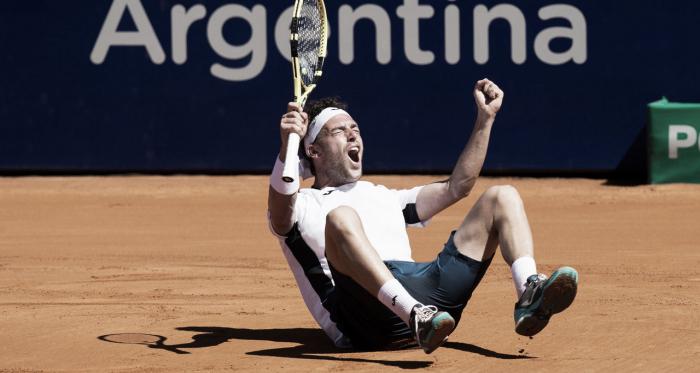 Marco Cecchinato celebrando el título en la tierra argentina. / Foto: www.atpworldtour.com
