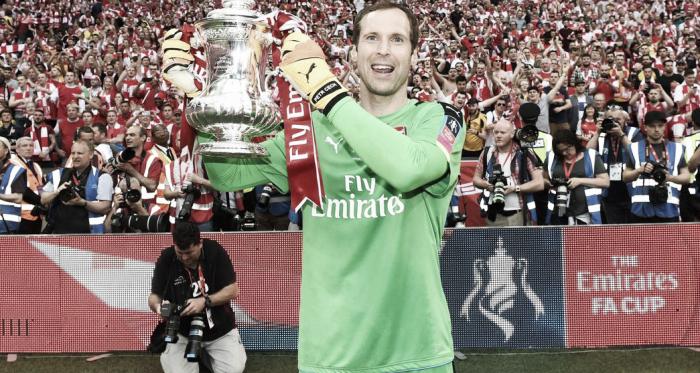 Petr Cech tras conseguir una FA Cup con el Arsenal | Fotografía: Arsenal