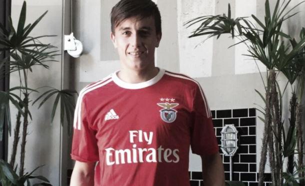 Cervi assinou contrato com o Benfica até junho de 2022 (Foto: Divulgação/Benfica)