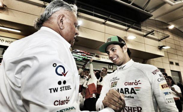 Vijay Mallya (à esq.) e Sergio Perez. (Fonte: Formula1)