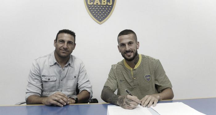 Benedetto firmando contrato hasta 2021. Foto: TN