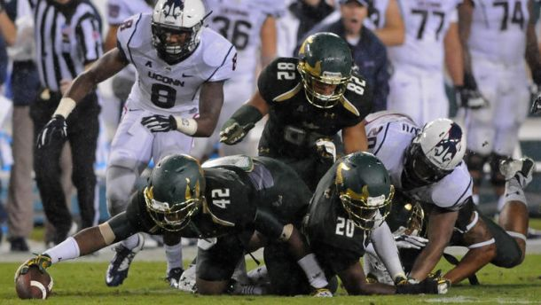 South Florida defeated Connecticut 17-14 on Friday evening (Brad Horrigan / Hartford Courant)