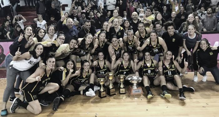 Tras la obtención del segundo título, ambos planteles festejando el campeonato | Foto: Liga Femenina