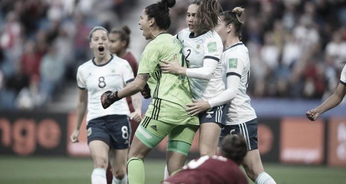 El festejo tras la atajada de Correa en un penal para Inglaterra durante la primera mitad   Foto: FIFA