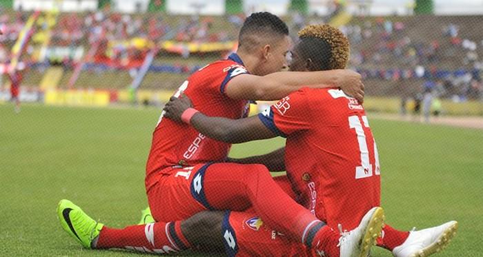 Jonathan Borja y Miguel Parrales celebrando el primer gol. Foto: Twitter: @elnacionalec