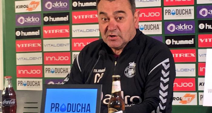 """Carlos Pouso: """"Queda un partido y tenemos que estar centrados"""""""