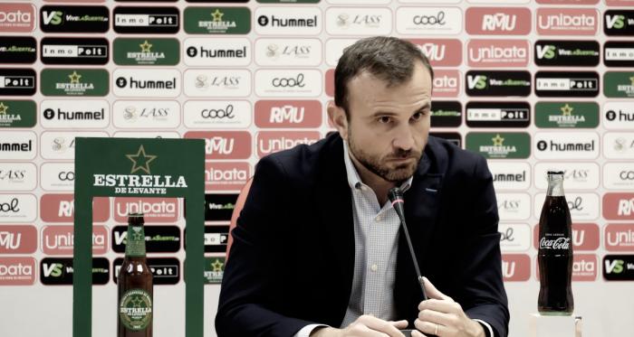 Toni Hernández, director deportivo grana, en rueda de prensa. Foto: Real Murcia