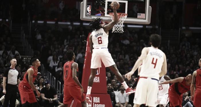 DeAndre Jordan haciendo un mate contra Blazers | Foto: nba.com