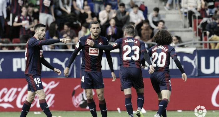 Los jugadores de la SD Eibar celebran un gol en la primera vuelta de La Liga en el Estadio de Ipurúa frente al Alavés (FOTO://LaLiga)