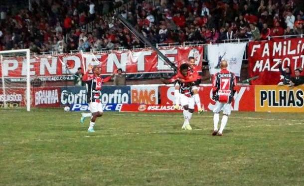 Joinville vence o São Caetano e volta ao G-4