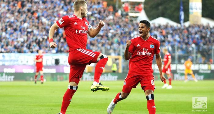 Aaron Hunt (left) celebrating his early goal. | Photo: Bundesliga.