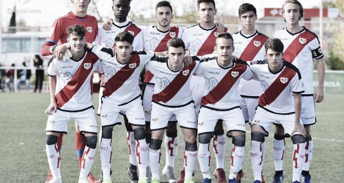 Los jugadores del Juvenil A posan antes de un encuentro   Fotografía: Rayo Vallecano