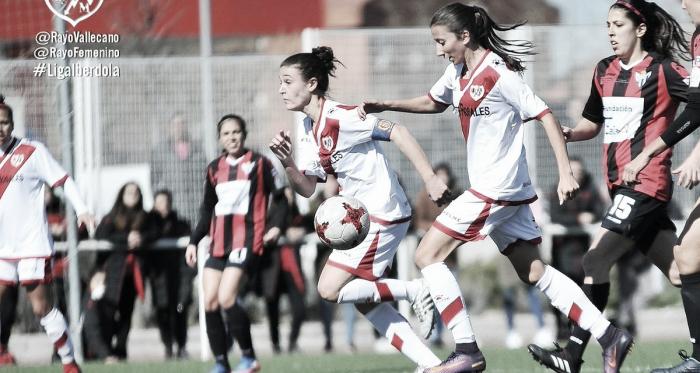 Las jugadores del Rayo Vallecano frente a las jugadoras del Sporting de Huelva | Fotografía: Rayo Vallecano
