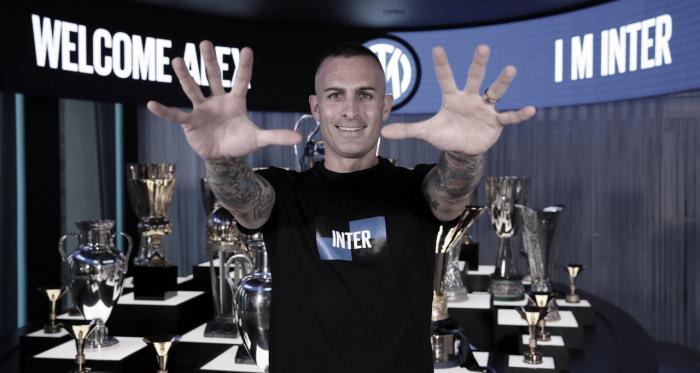 Internazionale anuncia contratação de veterano goleiro Cordaz, ex-Crotone