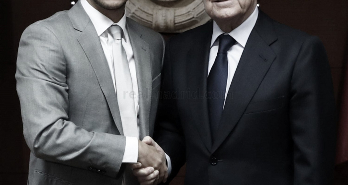 Eden Hazard y Florentino Pérez en la presentación del jugador. Fuente: Real Madrid