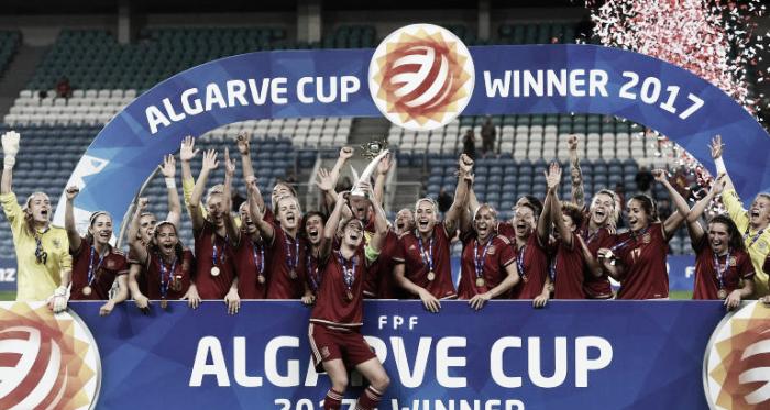 La Selección Española Femenina celebrando la Copa Algarve 2017 I Foto: AFP