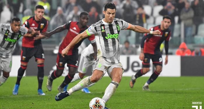 La Juventus batte soffrendo il Genoa 2-1 e risponde all'Inter