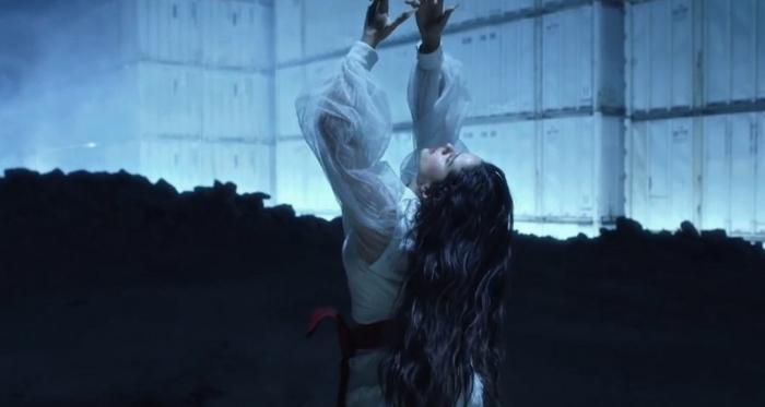 Rosalía en su nuevo videoclip | Foto: Twitter (@bajoelrelampago)