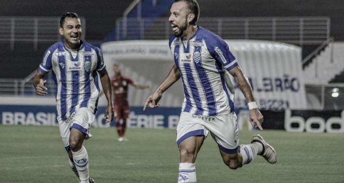 Combrilhantismode Paulo Sérgio, CSA goleia Paraná e mantém ascensão na Série B