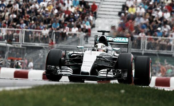 Sexta pole position da temporada para Hamilton