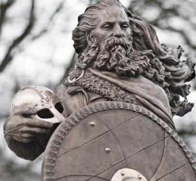 Estatura del rey Harald I en Noruega. Fuente: Wikicomons