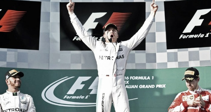 Rosberg ocupou o lugar mais alto do pódio (Foto: sports.ndtv.com)