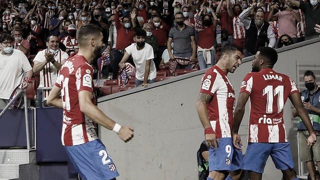 Suárez marca, Atlético de Madrid derrota Barcelona e aumenta pressão sob Koeman