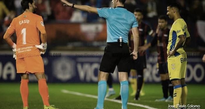 Instantes del lanzamiento del penalti // Imagen: José María Colomo (VAVEL)