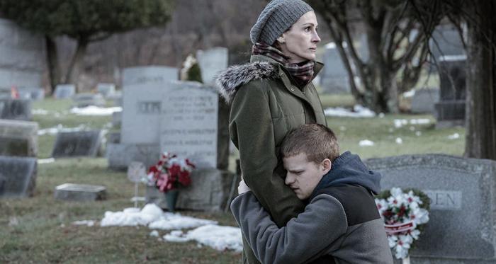 Lucas Hedges y Julia Roberta en una de las secuancias de la película. Foto: Black Bear Pictures