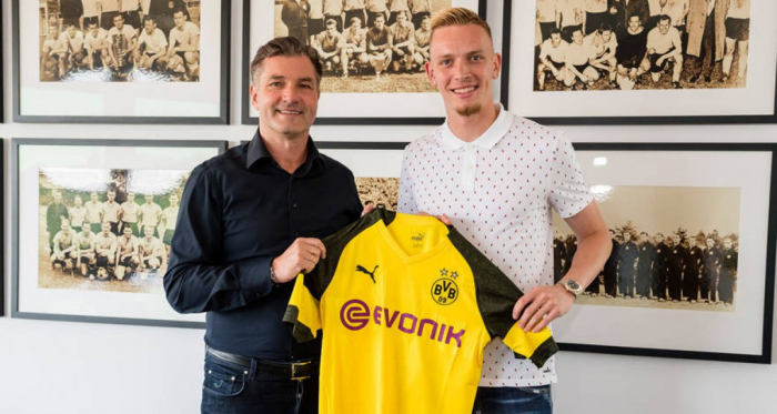 Michael Zorc and Marius Wolf. | Photo: Borussia Dortmund.