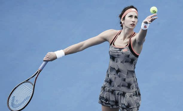 Georgina García al servicio durante un partido en el circuito WTA esta temporada. Foto: gettyimages.es