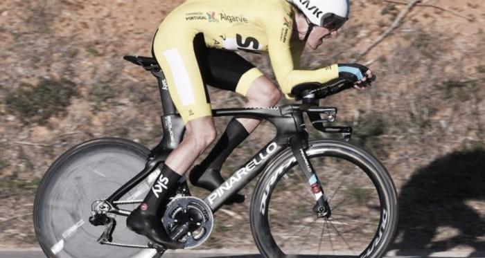Geraint Thomas vuela en Lagoa y apuntala un nuevo triunfo en la Vuelta al Algarve | Fotografía: Tim de Waele