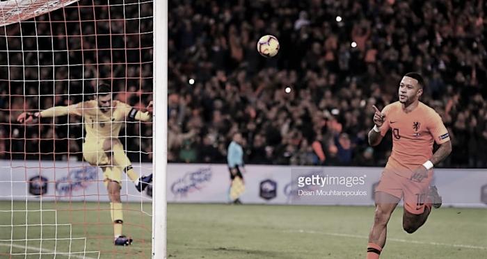 Memphis celebra el segundo gol holandés. Foto: Getty images.