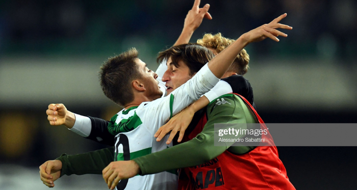 Sassuolo's Filip Djuricic celebrates his latest match winning goal against Hellas Verona F.C with his teammates (Getty Images/Alessandro Sabattini)