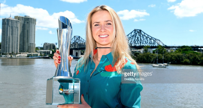 Elina Svitolina holds up the championship trophy after winning the 2018 Brisbane International/Photo: Bradley Kanaris/Getty Images