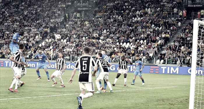 Cabezazo napolitano sobre la mesa para incendiar la Serie A