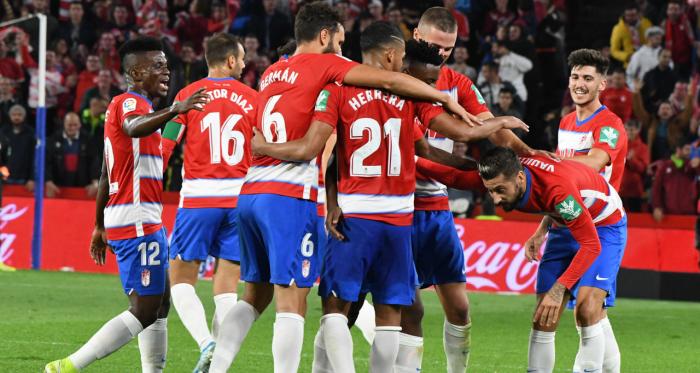 Los jugadores del Granada CF celebran el gol de Vadillo ante la Real Sociedad. / FOTO: Jesús Jiménez/ Photographers