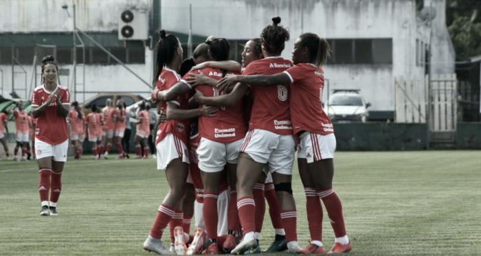 Internacional triunfa sobre Grêmio em primeiro clássico no Brasileirão feminino