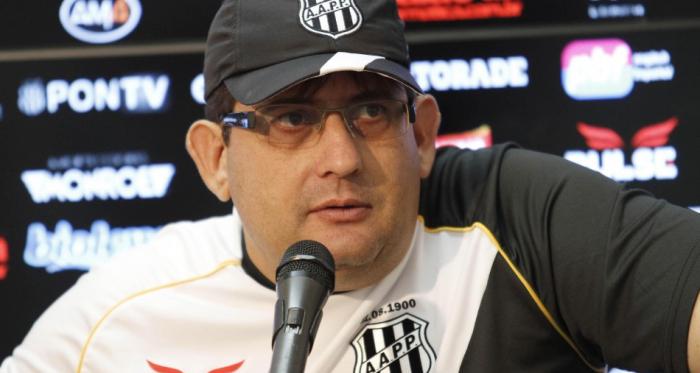 Três derrotas em quatro jogos: Guto Ferreira cai e não comanda mais a Macaca