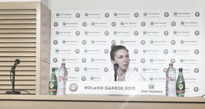 Halep, en la rueda de prensa previa a su debut en París. Foto: Roland Garros