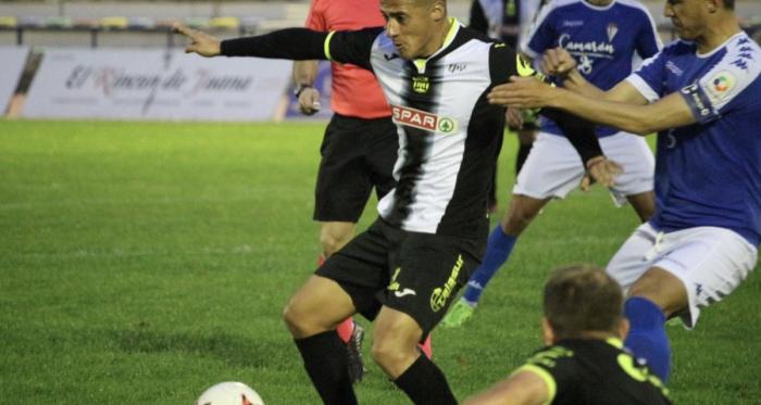 Hugo Rodríguez con el balón. Foto: FC Cartagena