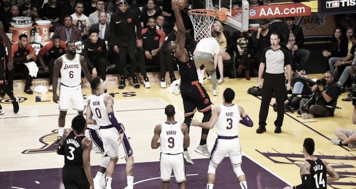 La defensa de Lakers impasible ante el poderío de Ibaka | Foto: Toronto Raptors