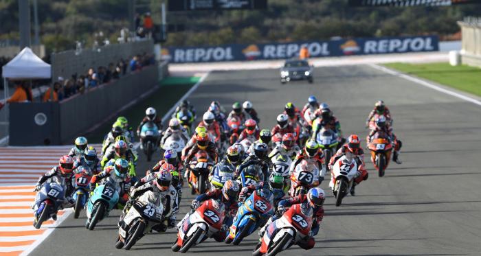 Salida Moto3 última carrera de la temporada. Valencia. Foto: fimcevrepsol