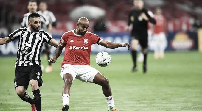 Abalado por eliminação na Sul-Americana, Santos recebe embalado Inter pelo Brasileirão