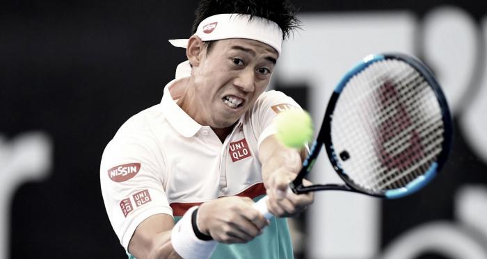 Concentración al máximo del japones en su revés. Foto: Brisbane ATP