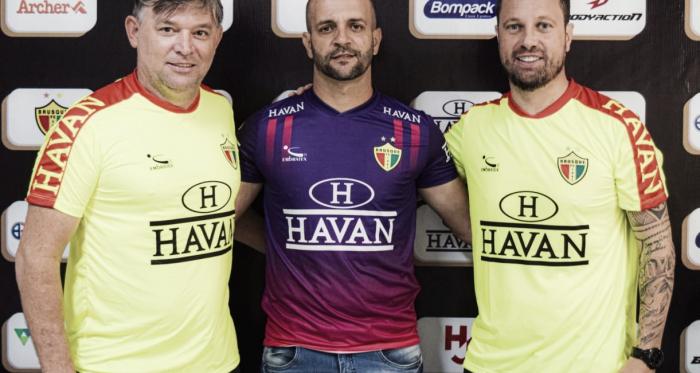Brusque renova contrato com técnico Jerson Testoni