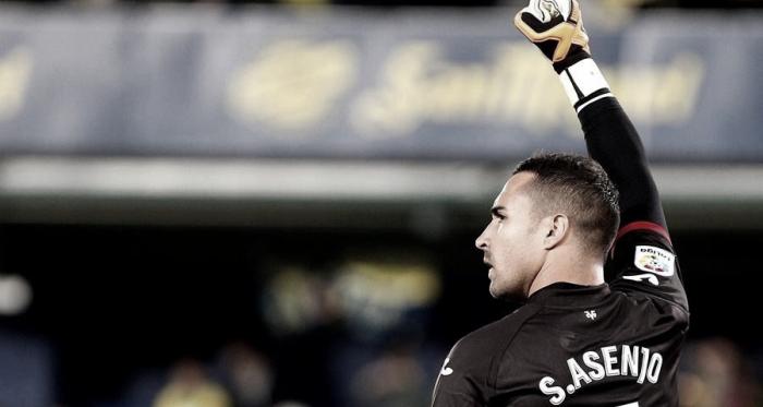 Asenjo entra en la historia del Villarreal