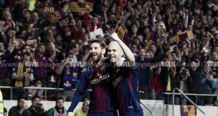 Iniesta y Messi celebrando el gol culé   Foto: Daniel Nieto, VAVEL.