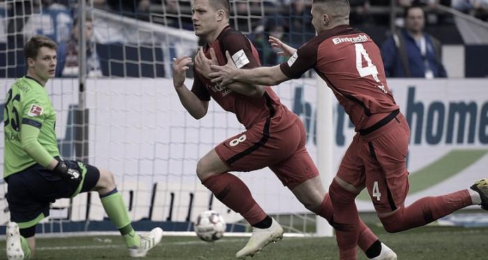 VAR entra em ação e garante vitória do Eintracht Frankfurt sobre Schalke na Bundesliga